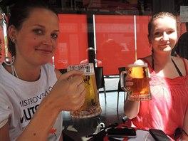 Alžběta s Veronikou - zasloužené pivo