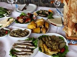 Gruzínská pohostinnost je vyhlášená, tabule při hostinách jsou plné výtečného...