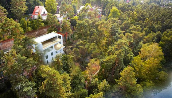 Villa Bellevue je nejsp� posledn� novostavbou p��mo na b�ehu M�chova jezera.