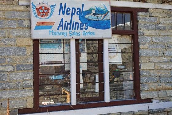 Letiště v himálajském Manangu ve výšce 3 500 metrů nepůsobí na první pohled...