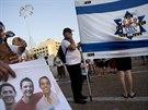 Rodiny zmizelých chlapců přišlo do ulic podpořit mnoho lidí.