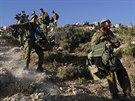 Izraelská armáda při pátrání po pohřešovaných chlapcích.