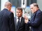Lobbista Marek Dalík (druhý zleva) se svým advokátem Tomášem Sokolem (vpravo)...