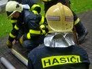 Hasiči při zásahu po explozi plynu v centru Havířova. (30. června 2014)