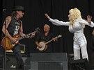 Glastonbury 2014: Richie Sambora (vlevo) byl hostem koncertu Dolly Parton