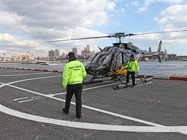 Let vrtulníkem bývá považován za malé adrenalinové dobrodružství – vyzkoušet si...