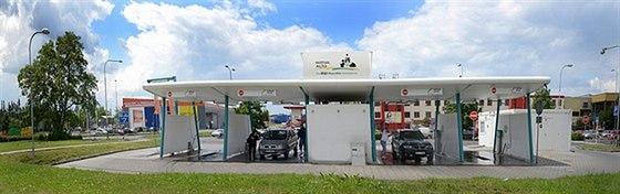 Ostravská tlaková myčka je český unikát. Vodní paprsek karoserii umyje, ale...