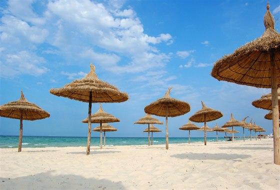 Doménou Tuniska jsou pískové pláže a teplé moře.