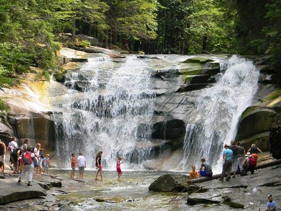 Z Harrachova se můžete vypravit na výlet k Mumlavským vodopádům.