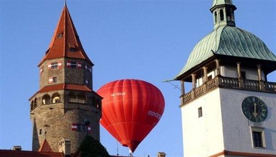 Předposlední srpnový víkend přeletí nad hlavami návštěvníků Bouzova