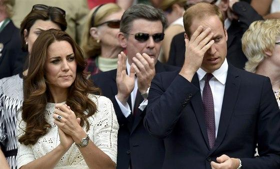 Princ William s manželkou byli fandit na Wimbledonu Andymu Murraymu.