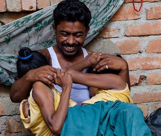 Ganga a Jamuna zbožňují na svém muži hlavně jeho smysl pro humor.