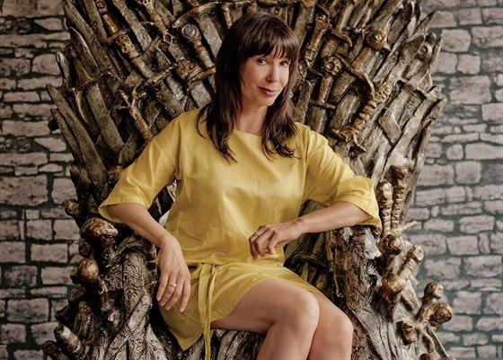 Nela Boudová si vyzkoušela sezení na reálné rekvizitě seriálu Hra o trůny,...