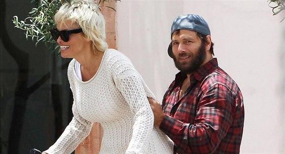 Pamela Andersonov� a Rick Salomon je�t� v �ervnu vypadali jako velmi zamilovan�...