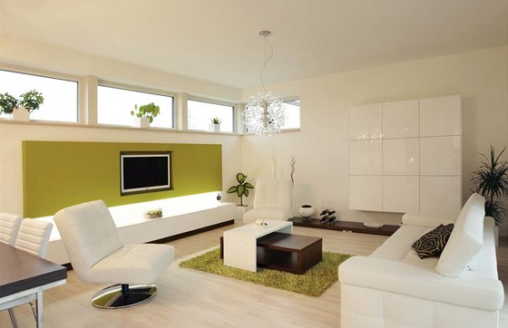 Obývací pokoj působí lehce a vzdušně nejen díky vybavení ve světlých barvách,
