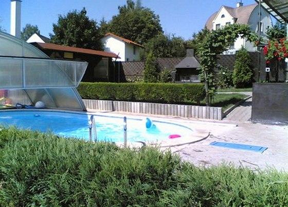 Bazén se zastřešením prodlužuje možnost jeho využití, v podhůří Krkonoš je to