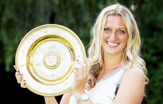 Petra Kvitová doma ukázala svou druhou wimbledonskou trofej.