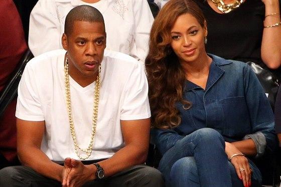 Jay-Z a Beyonc� na basketbalu (12. kv�tna 2014)