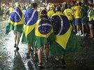 Zklamaní a zmoklí brazilští fanoušci v ulicích Rio de Janeira (8. července 2014)