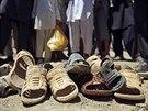 Při sebevražedném atentátu u základny Bagrám zahynulo i deset civilistů (8. července 2014)