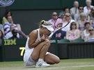 Německá tenistka Angelique Kerberová oslavuje zisk prvního setu proti...