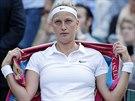 Česká tenistka Petra Kvitová se soustředí během čtvrtfinále Wimbledonu proti...