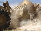 Buldozer zničil Dívčí hrobku v Mosulu.