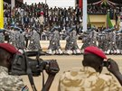 Vojensk� p�ehl�dka b�hem oslav t�et�ho v�ro�� nez�vislosti Ji�n�ho S�d�nu (9....