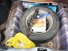 Kriminalisté odhalili v Brně rodinný drogový gang. Heroin schovávali v autě v...