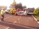 Nehoda osobního auta s autobusem u Tůmovky na Mělnicku (9. července 2014)