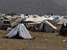 Sv� domovy opustily kv�li rozs�hl� ofenz�v� p�kist�nsk� arm�dy desetitis�ce...
