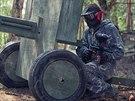 """Hřiště military paintballu oživují """"autentické"""" prvky jako trosky, vraky aut a..."""