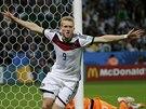 Německý záložník Andre Schürrle slaví gól, který vstřelil v osmifinále...
