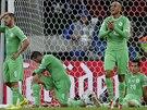 ZKLAMÁNÍ Alžírští fotbalisté poté, co v osmifinále mistrovství světa proti...