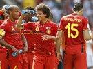 Belgičtí fotbalisté se během čtvrtfinále MS občerstvují.