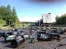 HAVÁRIE S PIVEM. U Mnichova Hradiště se vysypal návěs kamionu s pivem.