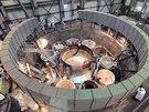 Další pohled na reaktorovou nádobu BN-800, tentokrát v pozdější fázi osazování...