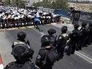 Palestinci, kterým izraelská policie neumožnila vstoupit na Chrámovou horu v...