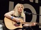 Courtney Love chce už mít image seriózní umělkyně.