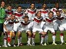 A JEŠTĚ DRUHÉ MUŽSTVO. Také němečtí fotbalisté mají společný týmový snímek.