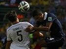 ÚVODNÍ GÓL. Francouzský bek Raphael Varane nebyl dost důrazný a německý stoper...