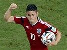 POJĎME JEŠTĚ. Kolumbijský útočník James Rodríguez oslavuje gól z penalty,...