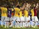 POSTUPUJEME! Brazilští fotbalisté oslavují postup do semifinále mistrovství...