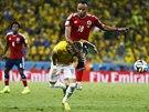 TVRD� Z�KROK. Kolumbijsk� obr�nce Juan Camilo Z��iga nasko�il do Neymara a...