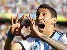 Argentinský ofenzivní záložník Ángel di María se svým typickým způsobem raduje...