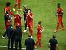 Belgi�t� fotbalist� se ob�erstvuj� b�hem osmifin�le mistrovstv� sv�ta.