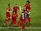 Belgičtí fotbalisté se radují z gólu v osmifinále mistrovství světa.