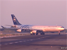 Argentincké letadlo poprvé přejíždí dráhu 02.