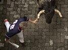 Dotknout se rohů býka při býčích bězích je velkým úspěchem.