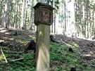 Jeden z kamenných sloupů, jež je součástí křížové cesty, která se nyní stala...